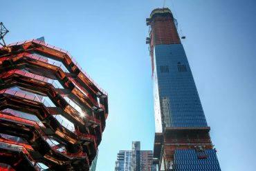 15 Hudson Yards tops out as megaproject preps for spring 2019 debut